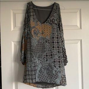Dresses & Skirts - V NECK MIDI DRESS